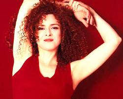 Bernadette Peters nude